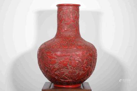 A LARGE RED LACQUARE BOTTLE VASE