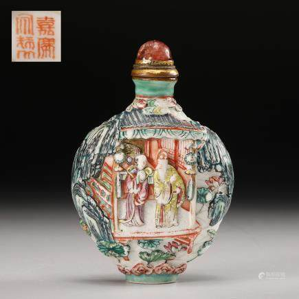 CHINESE FAMILLE ROSE FIGURINES SNUFF BOTTLE