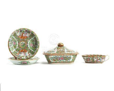 Four Chinese porcelain Rose Medallion objects