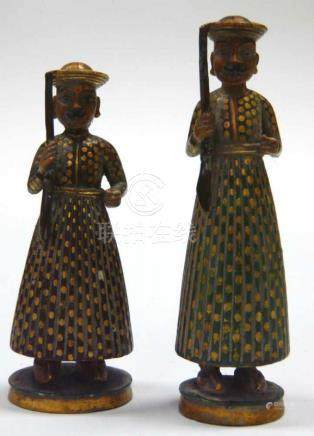 Zwei Indische Elfenbein - FigurenElfenbein, Indien, wohl um 1800 / Anfang 19. Jahrhundert. Zwei