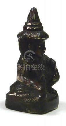 Miniatur - Bronze - Buddha BurmaBronzefigur eines auf einem quadratischen Sockel sitzenden kleinen