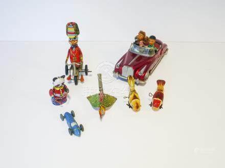 CHINE, ensemble de six jouets mécaniques/électriques en tôle lithographiée [usu