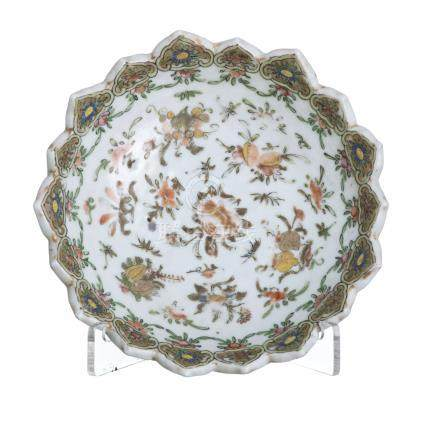 Lotus shaped bowl in Chinese porcelain, 19th