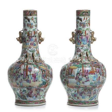 Pair of chinese porcelain 'Mandarin' vases, Daoguang