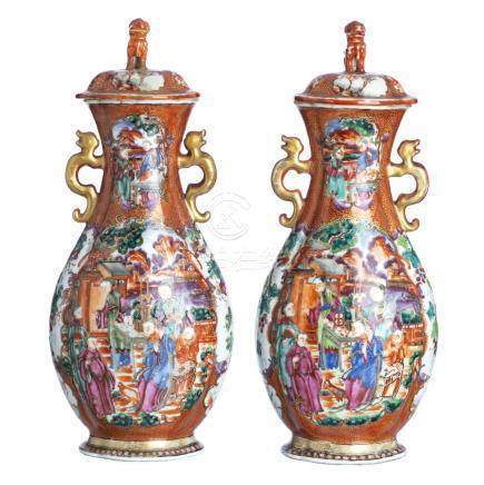 Pair of amphoras with lid in Chinese porcelain, Mandarin