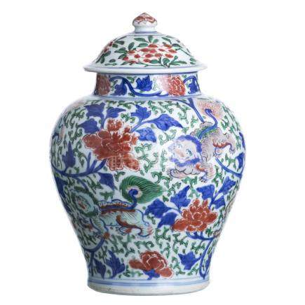 Wucai Pot and lid in Chinese Porcelain, Transitional