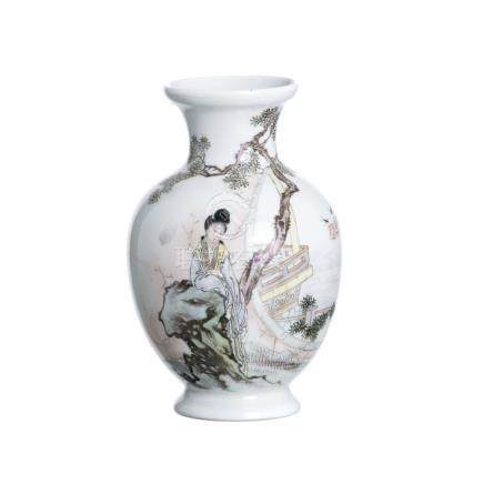 Chinese vase 'female figure', Republic