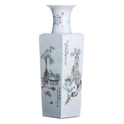 Large vase in chinese porcelain, Minguo