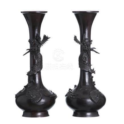 Pair of vases 'dragons' in Japanese bronze.