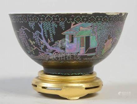 Petit bol en porcelaine de Chine laqué noir et bur