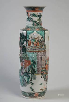 Important vase en porcelaine polychrome de Chine d