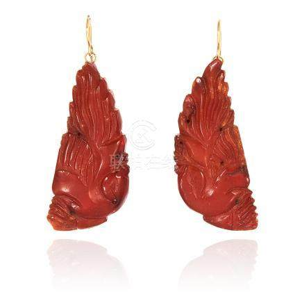A PAIR OF ANTIQUE CHINESE AMBER EARRINGS, MING DYNSATY suspended from hooks, 17th Century, 5.7cm,