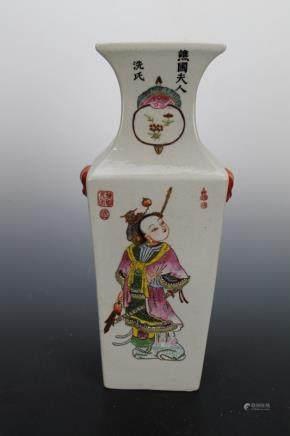 Qing Daoguang Pastel Gold Figures Square Bottle