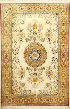 Silk Qum Rug (Antique-Washed),