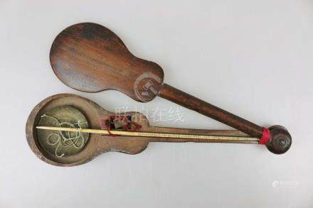Opiumwaage, China um 1900, Haltestab aus Elfenbein mit Maßeinheiten, Waageteller und Kontergewicht