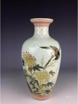 Vintage Chinese porcelain vase decorated with bird