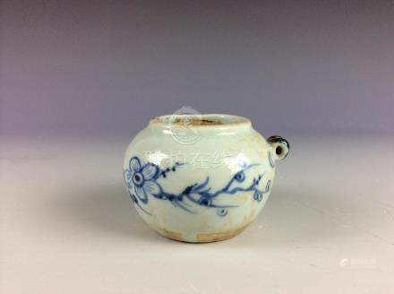 Chinese Yuan dynasty style B/W porcelain small round