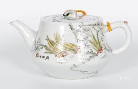清 巍山氏淺絛彩花卉壺