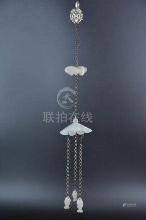 A WHITE JADE AND SILVER PENDANT, QING DYNASTY