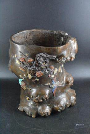 A STONE INLAID AND CARVED ROOT BRUSH POT, QING DYNASTY