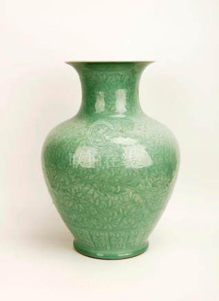 A GREEN GLAZE PORCELAIN JAR CARVED WITH LOTUS FLOWERS.THE BA