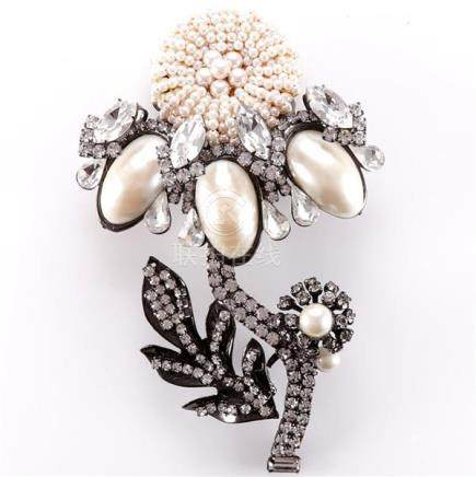 Lawrence Vrba large faux pearl and diamante flower pin brooc