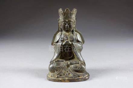 Bouddha Shakyamuni. Assis en méditation et coiffé d'une couronne. Bronze patiné