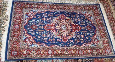 Tapis, LAHOR, Pakistan   Dimensions :  185 cm  x  123 cm