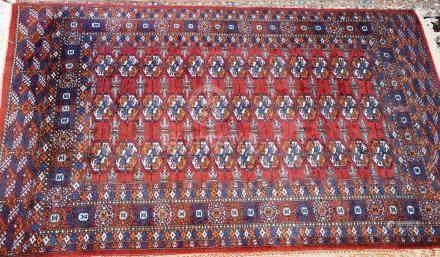 Tapis BOUKHARA, Pakistan   Dimensions :  190 cm  x  120 cm