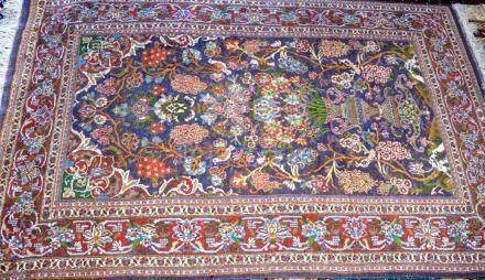 Tapis au décor jardin, Pakistan  Dimensions :  185 cm  x  125 cm