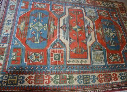 Tapis, KARS, Turquie   Dimensions :  333 cm  x  243 cm