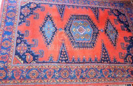 Tapis, VISS, Iran     Dimensions :  240 cm  x  160 cm