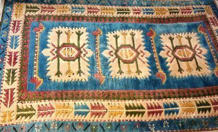 Tapis, Kars, Turquie   Dimensions :  170 cm  x  110 cm