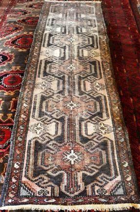 Carpette de couloir, Iran   Dimensions :  84 cm  x  302 cm