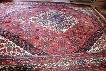 Tapis HOSSEINABAT, Iran   Dimensions :  274 cm  x  370 cm