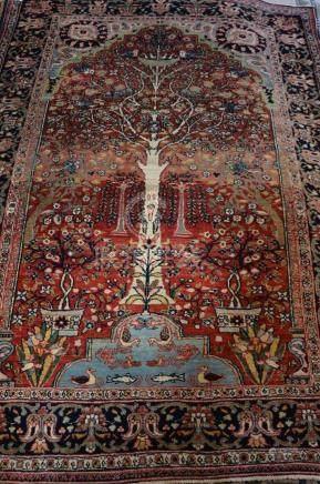 Tapis au décor de jardin, Iran    Dimensions :  190 cm  x  130 cm