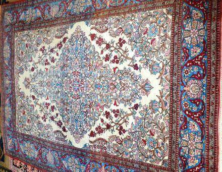 Tapis ISPAHAN, Iran   Dimensions :  205 cm  x  137 cm