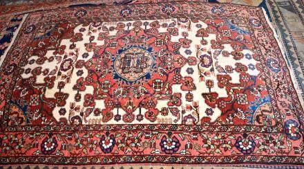 Tapis,  ISPAHAN, Iran   Dimensions :  197 cm  x  134 cm