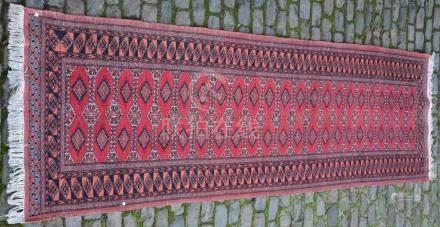 PAKISTAN. Tapis Dimensions : 305 cm  X  95 cm