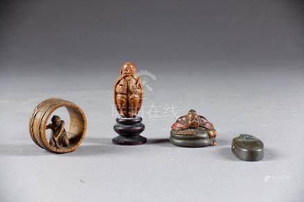 Lot. Kashira en métal à décor d'une tête de démon (longueur: 3,2 cm), une figur