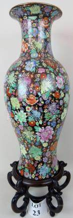 A highly decorative Chinese porcelain va