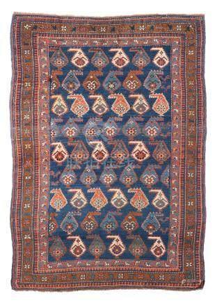 CHIRVAN (Caucase), début du 20e siècle Un fond bleu à semis de palmettes polych