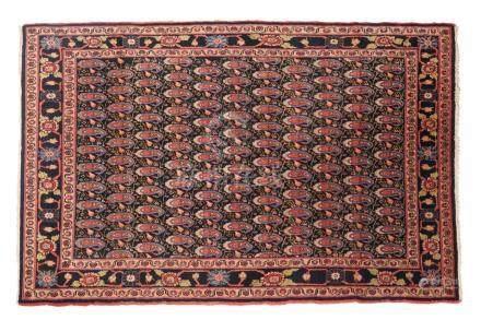 MELAYER (Perse), milieu du 20e siècle Décoré par un semis de palmettes polychro