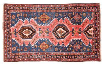 CHIRVAN (Caucase), début du 20e siècle Un fond bleu abraché, décoré de divers s
