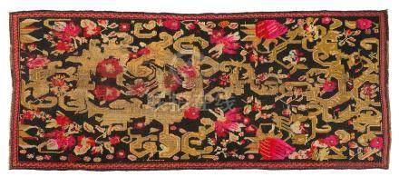 KARABAGH (Caucase-Arménie), fin du 19e siècle Un champ anthracite supporte un r