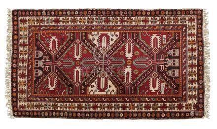 CHIRVAN (Caucase), fin du 19e siècle Sur un fond anthracite, sont disposés des