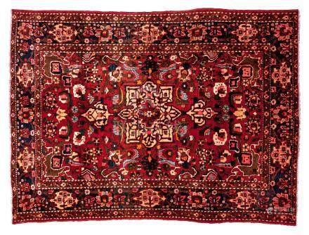 ISPAHAN NADJAFABAD (Perse), milieu du 20e siècle Un fond brique aux fleurs mult