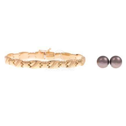 Ladies 14K Gold Bracelet & Pair Black Pearl Studs
