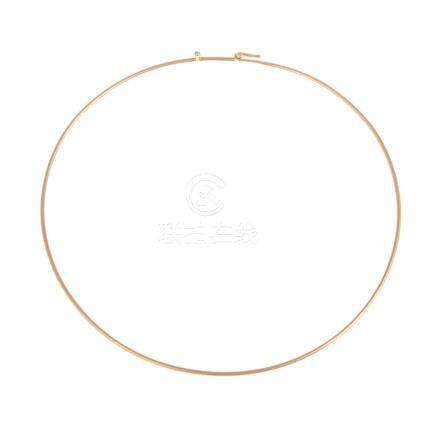 A Ladies 14K Gold Simple Collar Necklace
