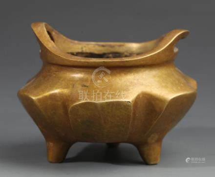 A TRIPOD BRONZE CENSER WITH TWO HANDLE